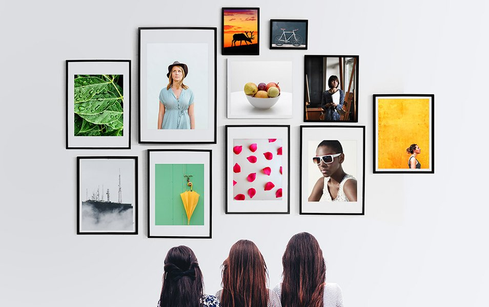 Wall Photo Frames Gallery Mockup PSD